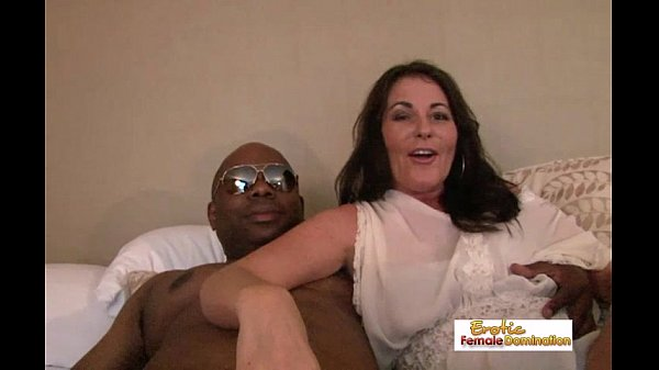 mature wife learning how to eat pussy
